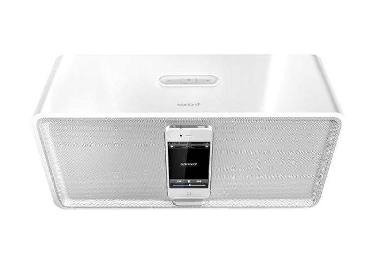 Акустическая система для iPhone/iPod Sonoro CuboDock WhiteАкустическая система Sonoro CuboDock заполнит помещение звуком отличного качества: басы без всякого дребезжания, неподражаемо чистый вокал, стерео-аранжировка. И все это по беспроводной связи с вашего iPhone, iPad или iPod! Sonoro CuboDock показывает лу...<br>