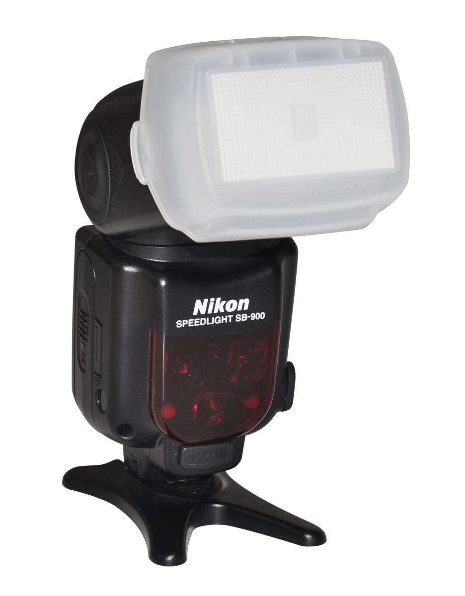 Flama FL-SB900 рассеиватель для вспышки Nikon SB910 и SB900Рассеиватель Flama FL-SB900 предназначен для использования со вспышками Nikon SB910 и SB900. Помогает смягчить световой поток и световые переходы, создать мягкое и гладкое освещение. С помощью данного аксессуара возможно уменьшить отражения, избежать резк...<br>
