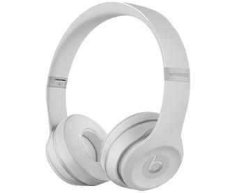Наушники Beats Solo3 Wireless Matte SilverBeats Solo 3 Wireless — Bluetooth-наушники для активных. Модель объединяет классный звук со стильным дизайном. Подключение через Bluetooth Class1 позволяет забыть о кабелях. Процессор Apple W1 дарит богатый функционал. Девайс легко сопрягается с i-гаджета...<br>