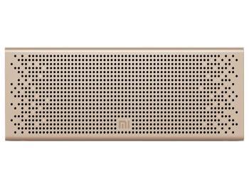Колонка Xiaomi Mi Bluetooth Loudspeaker GoldБеспроводная акустическая система Xiaomi Mi Bluetooth Loudspeaker — must have активного человека. Девайс, работающий через Bluetooth 4.0, избавляет от мешающих кабелей. На торце есть удобные кнопки управления воспроизведением. Наличие своего микрофона поз...<br>